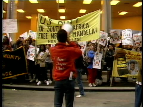 footage from an anti-apartheid rally in nyc - 1985 stock-videos und b-roll-filmmaterial