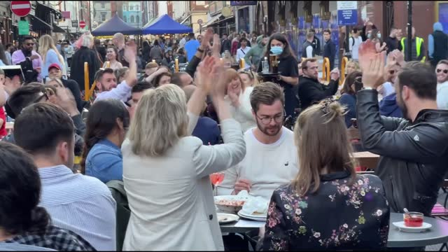 footage from central london on sunday, may 30, shows crowded groups of people as they walk in the streets, or dance, and eat together at restaurants... - eating stock videos & royalty-free footage