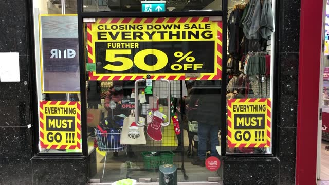footage from dublin city centre, where retailers can remain open but have been asked to defer sales until january, as level 5 restrictions aimed at... - dublin republic of ireland stock videos & royalty-free footage