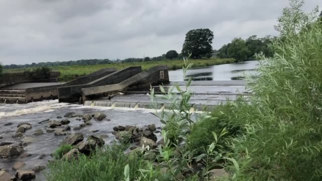 vídeos de stock, filmes e b-roll de footage from of a stretch of the river tees near the spot where a 15-year-old boy got into difficulties. a body was found following a major search.... - tees river