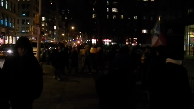 footage from rally took place today outside the federal building on broadway in new york city the rally which is part of a long fight to free oscar... - 政治集会点の映像素材/bロール