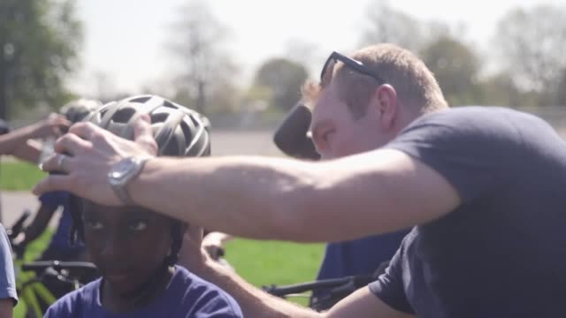 footage from the herne hill velodrome where sir chris hoy helps kids learn to cycle - herne hill stock videos & royalty-free footage