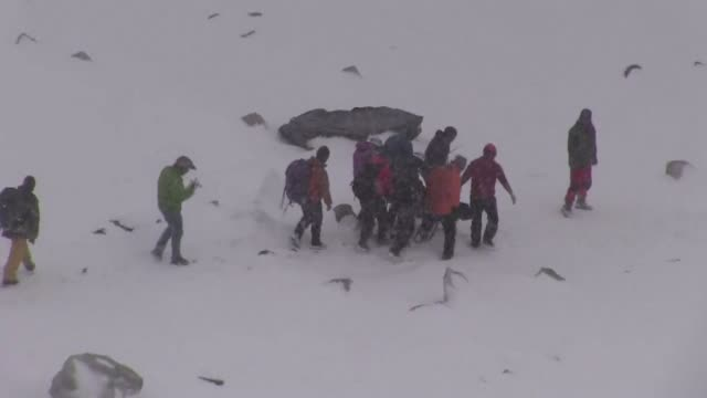 Footage from the Mount Everest base camp right after Saturdays avalanche triggered by the massive 78 magnitude earthquake