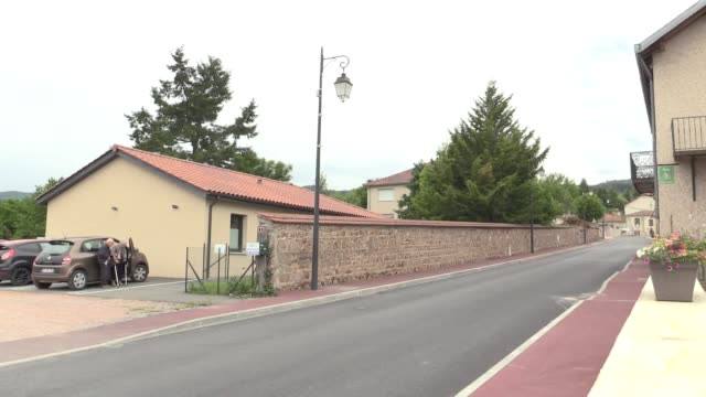 footage from the scene of chris froome's crash on rue pierre durantet in saint-andre-d'apchon near the town of roanne. - tour de france stock videos & royalty-free footage