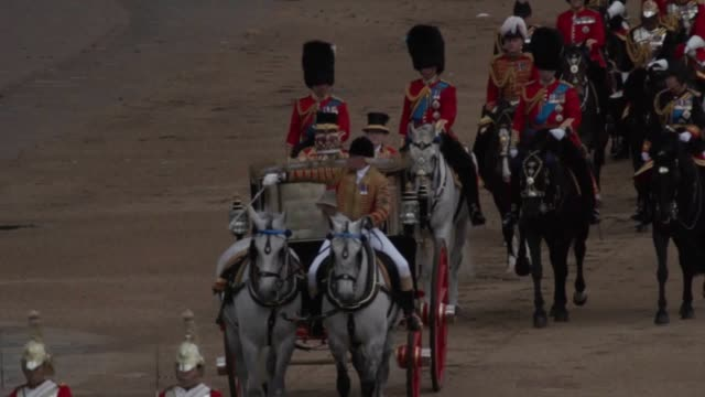 footage from the trooping the colour celebration, as the queen celebrates her official birthday. the duke and duchess of sussex, the duchess of... - 軍旗分列行進式点の映像素材/bロール