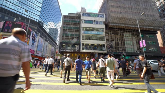 4k footage of a busy crosswalk in mongkok area. mong kok is an area in the yau tsim mong district, on the western part of kowloon peninsula in hong kong - pedestrian crossing stock videos & royalty-free footage