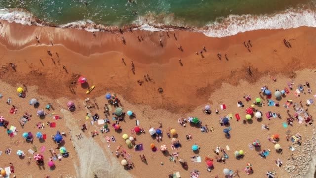 4k footage of a crowded beach in summer - sunbed stock videos & royalty-free footage