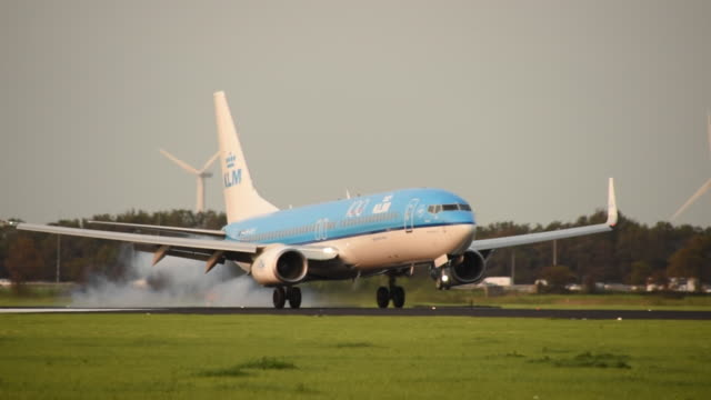 footage of a klm boeing 737 landing at amsterdam schiphol airport - cog stock videos & royalty-free footage