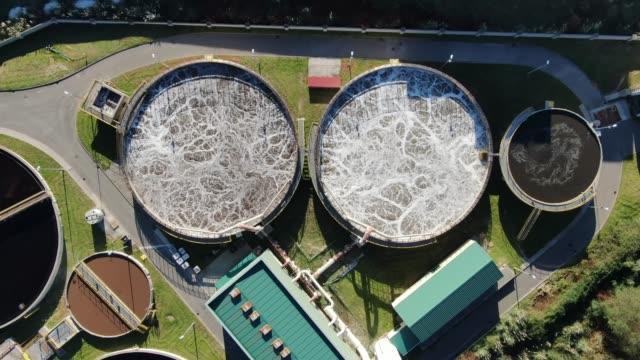 上から見た大型下水処理場の4k映像 - 食品工場点の映像素材/bロール