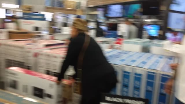Footage of a preBlack Friday sale at Best Buy in Downey CA