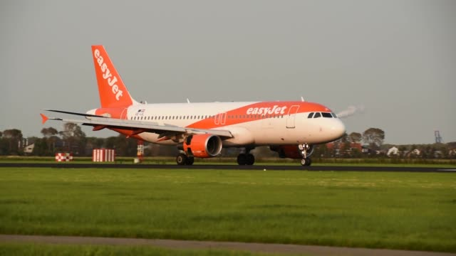 footage of an easyjet airbus a319 landing at amsterdam schiphol airport - editorial stock videos & royalty-free footage