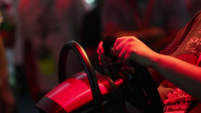 stockvideo's en b-roll-footage met footage of attendees playing microsoft video games during the electronic entertainment expo at the los angeles convention center in los angeles ca on... - los angeles convention center