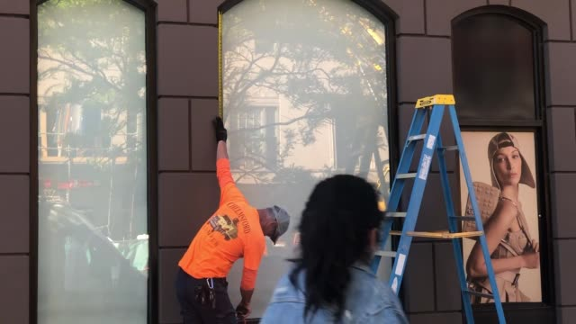 footage of back bay businesses with smashed windows and cleanup following the riots on 5/31/20 - back bay boston stock videos & royalty-free footage