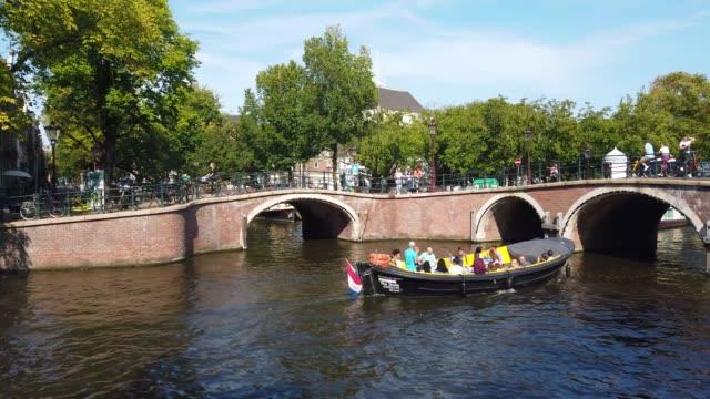 vidéos et rushes de footage of boats crossing a busy bridge in amsterdam, holland - culture néerlandaise