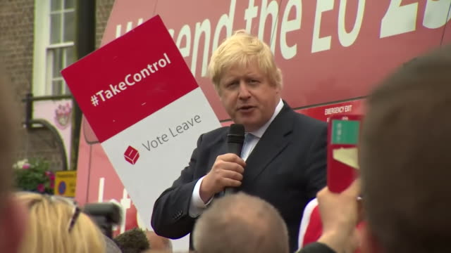 footage of boris johnson humouring a crowd at a vote leave rally in leicester nnbu322n - stationary stock videos & royalty-free footage