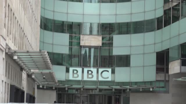 vídeos de stock e filmes b-roll de footage of broadcasting house in london, as an investigation into how the bbc and martin bashir landed the panorama interview with diana, princess of... - bbc
