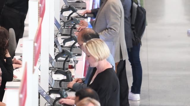 footage of checkin at the oracle openworld 2017 conference in san francisco california us on monday oct 2 2017 photographer david paul morris shots... - oracle corporation stock-videos und b-roll-filmmaterial