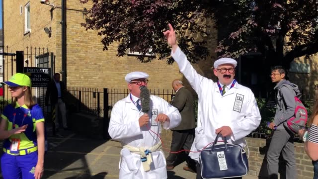 footage of fans arriving for the opening match of the 2019 cricket world cup as england face south africa at the oval. - oval kennington stock videos & royalty-free footage