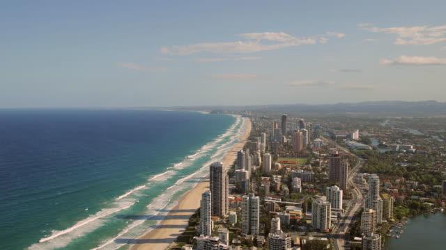 vídeos y material grabado en eventos de stock de 4k footage of gold coast, south side, from an elevated point of view - gold coast