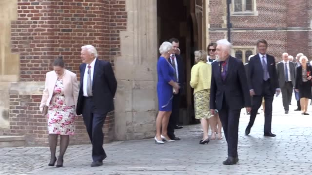 vidéos et rushes de footage of guests arriving for the companions of honour centenary event at hampton court includes sir david attenborough dame judi dench dame maggie... - judi dench