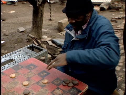 vídeos y material grabado en eventos de stock de footage of homeless playing checkers - terrenos a construir