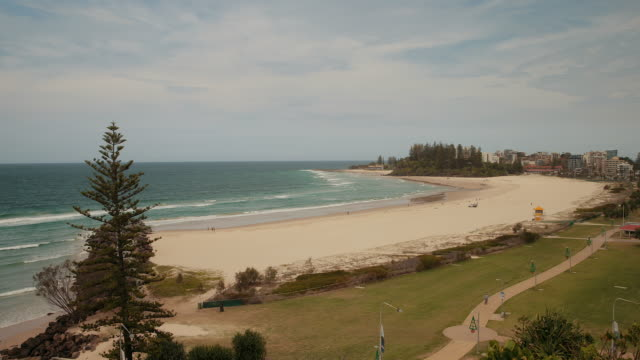 4K footage of Kirra Point beach, Gold Coast