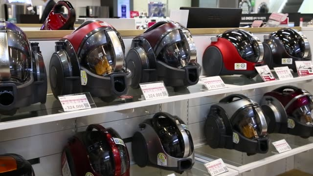 footage of lg electronics inc home appliances on display at the lg electronics seocho rd campus in seoul south korea on june 10 2016 shots high angle... - vacuum cleaner stock videos & royalty-free footage