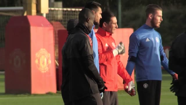 Footage of Manchester United training ahead of their Champions League match against Benfica at Old Trafford Players include Romelu Lukaku David de...