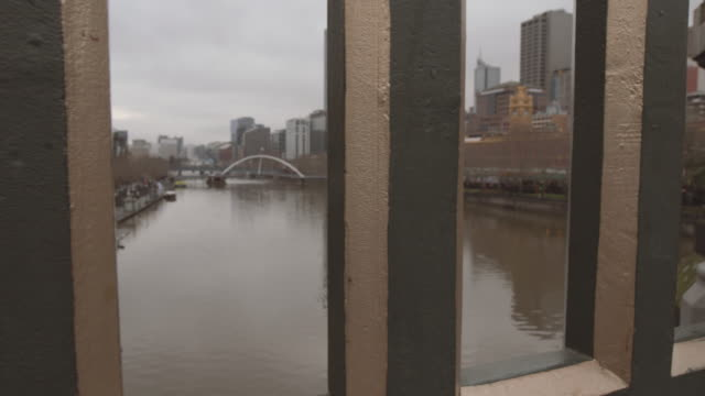 4K footage of Melbourne and Yarra River from Princess Bridge