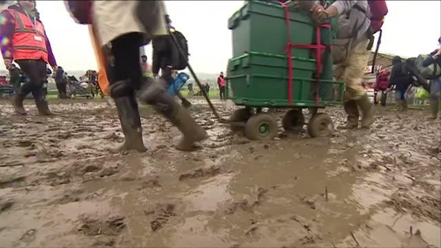 footage of rain soaked, muddy revellers arriving at the glastonbury festival in somerset nnbu059r - tent stock videos & royalty-free footage