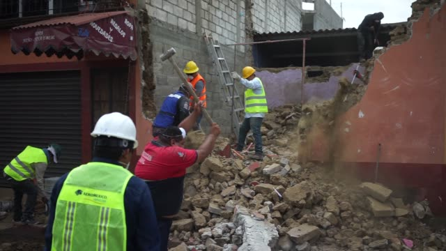 Footage of residents during clean up after the 71 Magnitude earthquake in the town of Jojutla de Juarez Morelos State Mexico on Wednesday Sept 20...