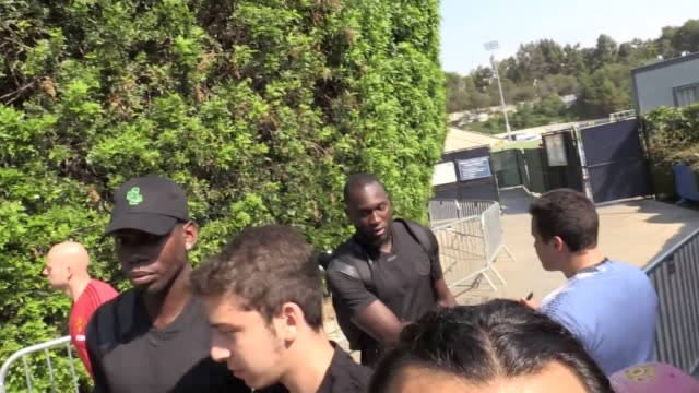 Footage of Romelu Lukaku arriving for his first training session as a Manchester United player in Los Angeles The club's new recruit arrived for the...