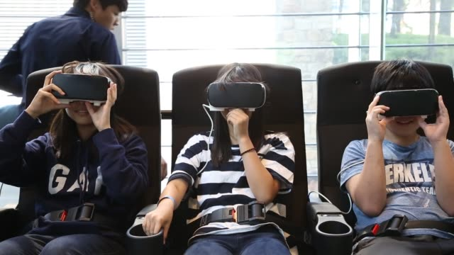 vídeos y material grabado en eventos de stock de footage of samsung vr headsets at samsung electronics co d'light showroom in seoul south korea on wednesday oct 5 2016 shots view of three people... - sala de muestras