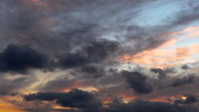 vidéos et rushes de images hd des nuages de coucher du soleil - ciel changeant