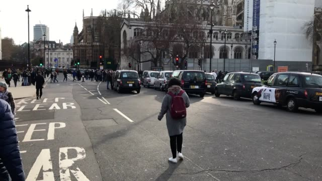 footage of the black cab protest in westminster following the news that taxis will be banned from some major roads in london to reduce air pollution. - major road video stock e b–roll