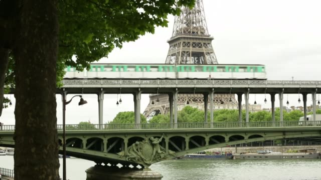 vidéos et rushes de footage of the metro and tram on may 28, 2015 in paris, france shots: shots of metro train moving through france on the tramway as commuters ride... - tramway