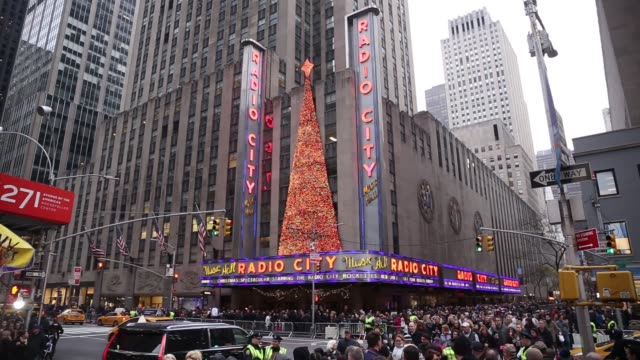 footage of the radio city music hall and christmas decorations in nyc on december 3 2017 photographer timothy fadek shots wide shot of radio city... - radio city music hall stock videos & royalty-free footage