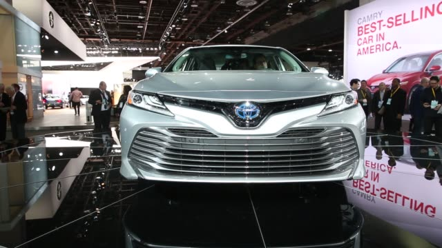 stockvideo's en b-roll-footage met footage of the silver 2018 toyota camry during the 2017 north american international auto show in detroit michigan us on tuesday jan 10 2017 shots... - toyota motor