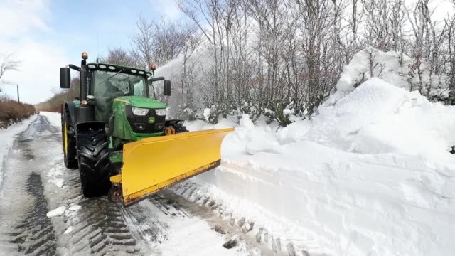 footage of tractors clearing a blocked road of snow near to simonsbath in exmoor national park. - exmoor national park stock videos & royalty-free footage