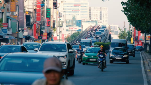 footage of traffic in ho chi minh city, vietnam - vietnam meridionale video stock e b–roll