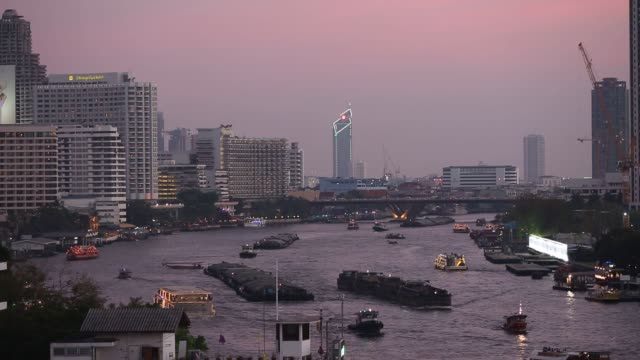 vídeos de stock, filmes e b-roll de footage of transportation and life around the chao phraya river and scenics of the city in bangkok thailand on saturday feb 13 2016 shots commercial... - rio chao phraya