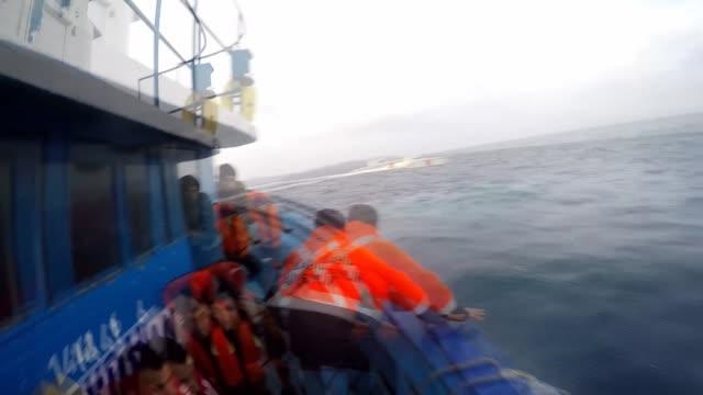 vídeos de stock e filmes b-roll de footage of turkish coast guard shows 204 refugees were rescued by turkish coast guard in the aegean sea in the didim district of aydin turkey on... - crise de migrantes europeia 2015 2016
