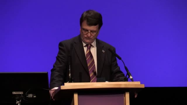 footage of ukip leader gerard batten's speech at the annual party conference in birmingham including shots from around the event at the icc - 英国独立党点の映像素材/bロール