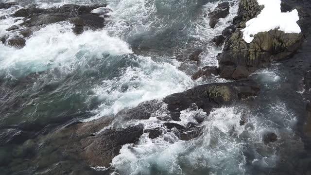4k footage of waves crashing into the rocky shore winter season, lofoten islands.norway - nordland county stock videos & royalty-free footage