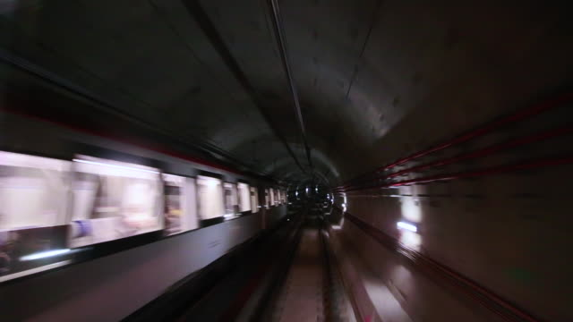 vídeos de stock, filmes e b-roll de footage recorded from subway train with stunning tunnel with cable connections and concrete construction in barcelona city connecting with the airport and nice futuristic design. - trem do metrô