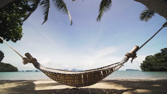 vídeos de stock, filmes e b-roll de 4k footage relaxing time on day bed on the beach with coconut palm tree on paradise islands, phuket, thailand. - chapéu de sol