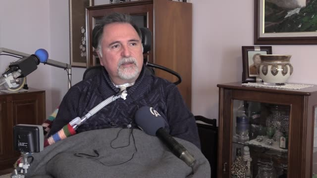 footage showing daily life of alper kaya, 56 year old eye physician who suffers from a motor neuron disease called als at his home in izmir, turkey... - the english patient点の映像素材/bロール