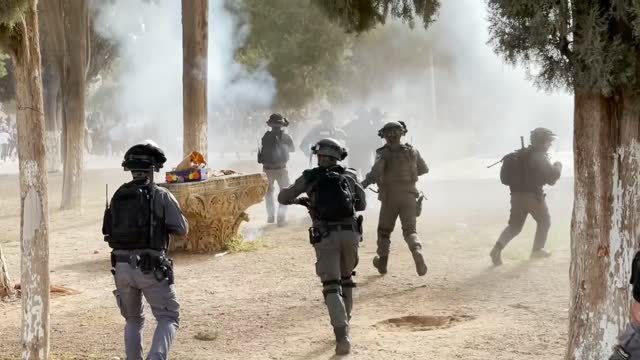footage shows recent israeli attacks in jerusalem and gaza since may 08, 2021. as israeli violence enters second week, the death toll from the... - striscia di gaza video stock e b–roll