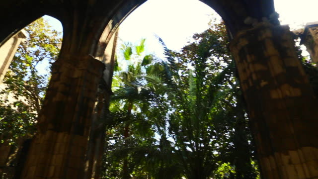 footage walking from personal perspective in the barcelona gothic quarter in a beautiful open patio with the view of the cathedral towers. - gothic style stock videos & royalty-free footage