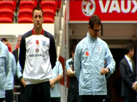 football association deny forcing fabio capello from job / speculation over england manager job ext capello standing next to england captain john... - リチャード・パロット点の映像素材/bロール
